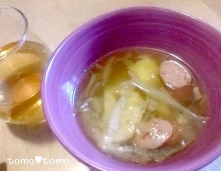 トマトソーセージとキャベツとカリフラワーのスープ.jpg