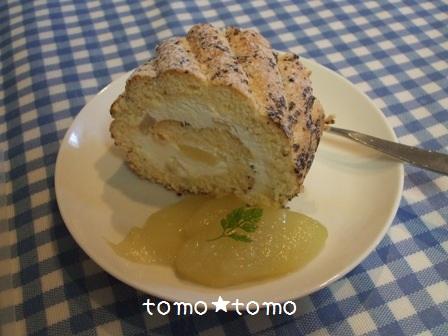 洋梨のコンポートとそのロールケーキ.JPG